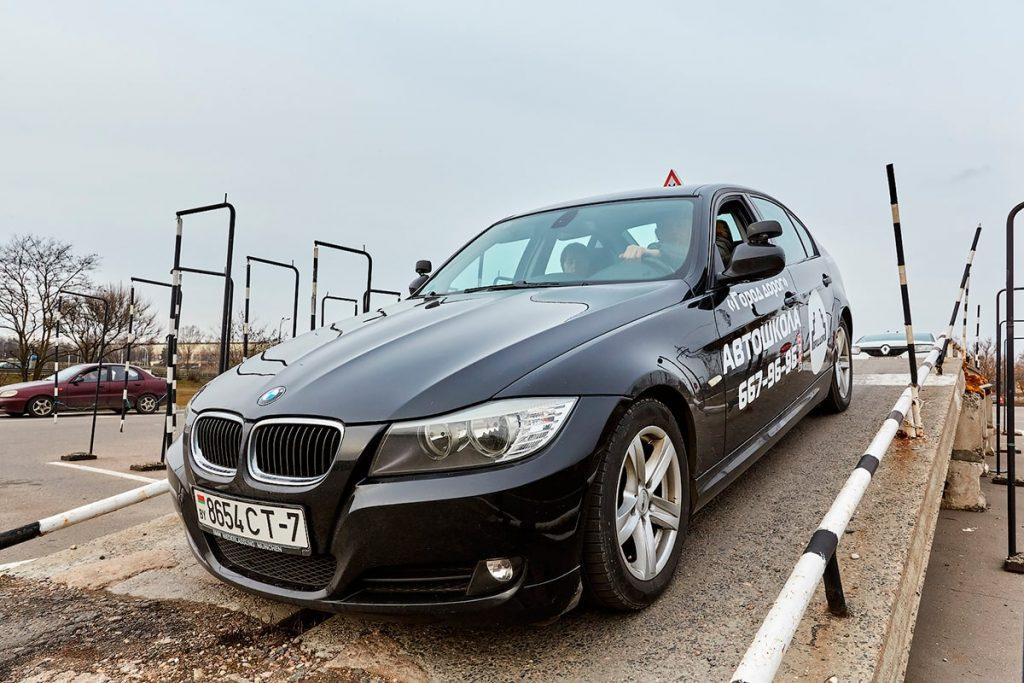 Автомобиль BMW 320 для обучения вождению